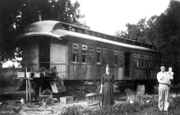 Family using a railroad car of the Tavares and Gulf Railroad as a home in Tavares, 1915