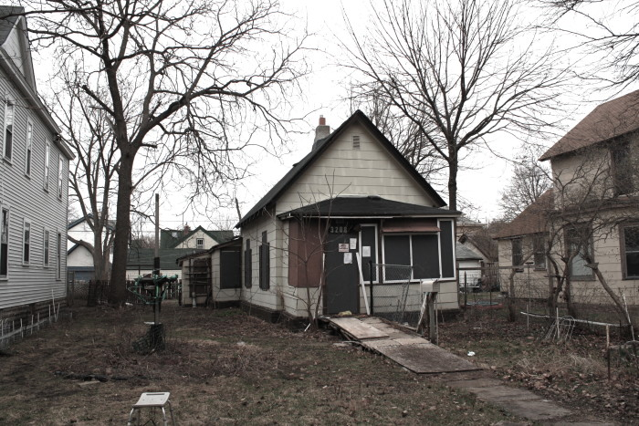 12. This now demolished Minneapolis house looks fit for a scare or two!