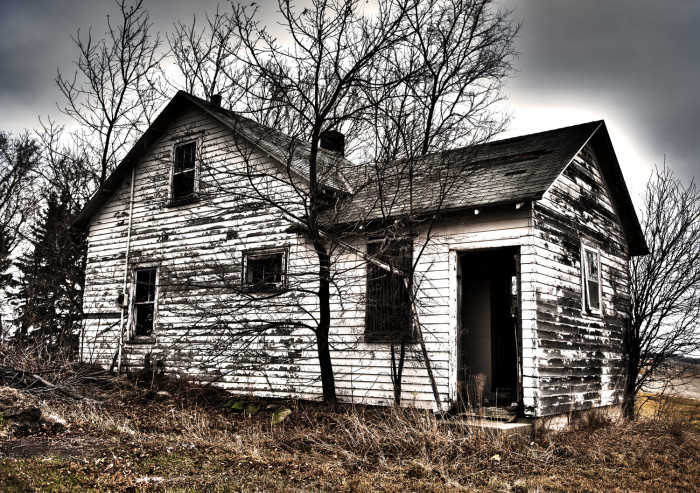 12 Houses In Minnesota That Could Be Haunted