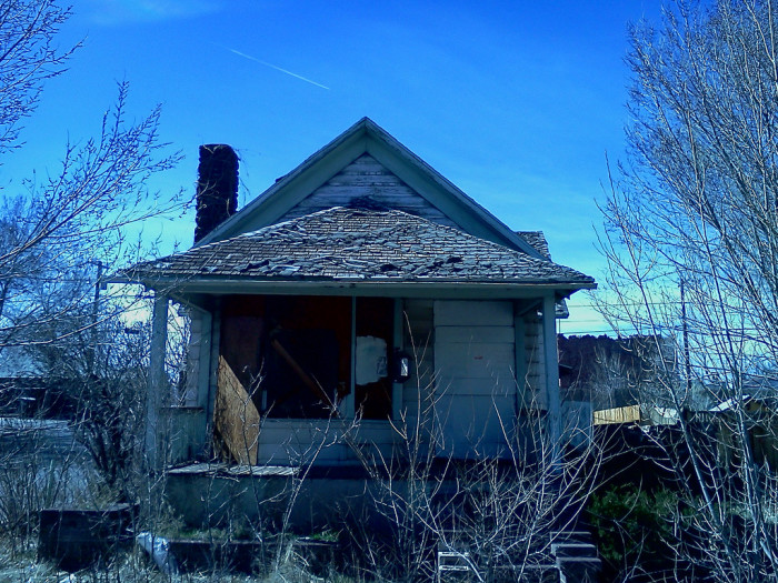 3. This house was found in Flagstaff. I think I'll keep my distance.