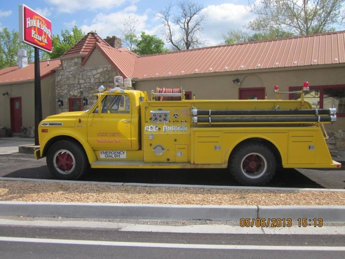 7.Hook and Ladder Pizza Company, Hollister