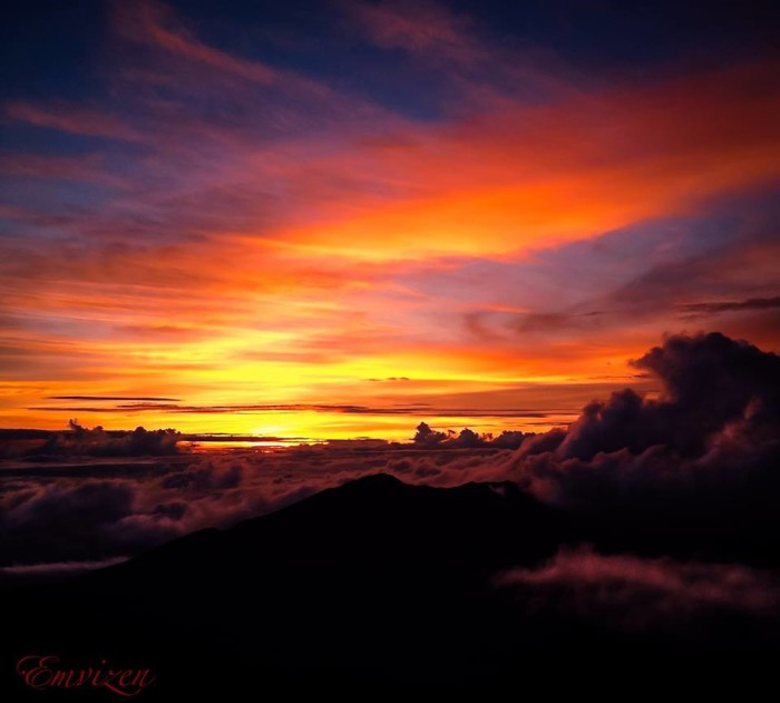 8) There is little more beautiful than a sunset at the summit of Maui's Haleakala.