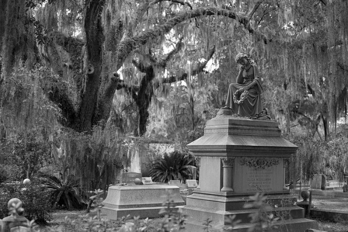 10. 6th Sense World Ghost and Cemetery Tours - 404 Abercorn St, Savannah, GA 31401