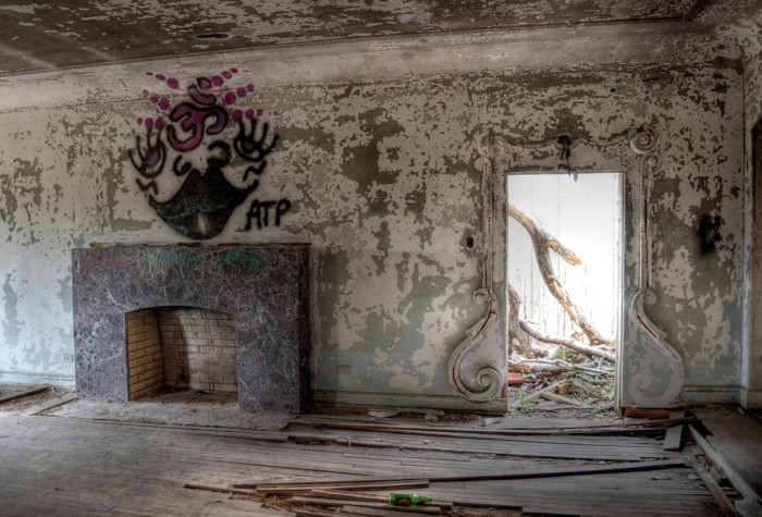Incredible Photos Of The Abandoned Stewart Mansion In Texas