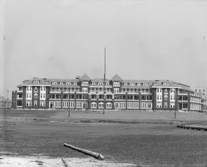 """8. At one time, Gulfport's Great Southern Hotel was considered the town's """"centerpiece,"""" and was meant to attract tourists from New York and Chicago looking to escape the cold."""