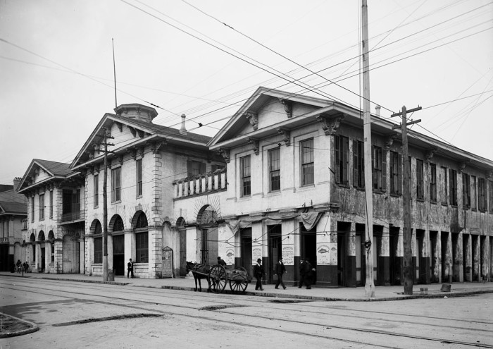 "2. This historic photo of the ""Old Market House"" in Mobile, Alabama was captured in 1906."