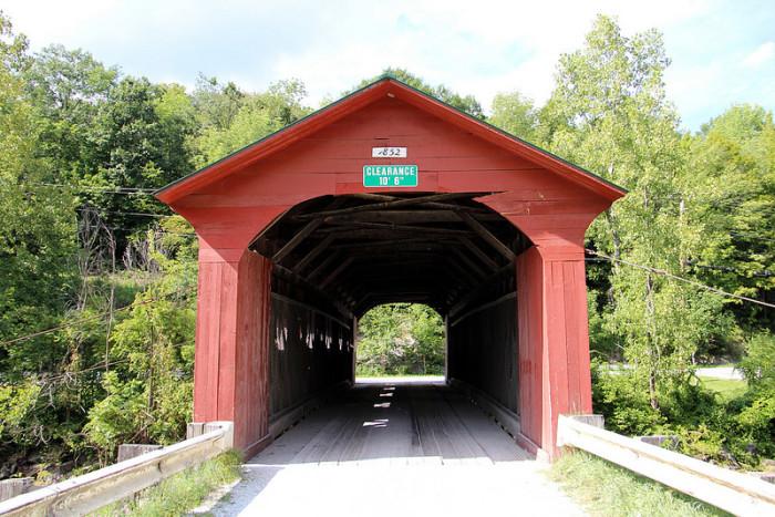 Historic 1852 Arlington Green Covered Bridge over Batten Kill in Arlington cmh2315fl
