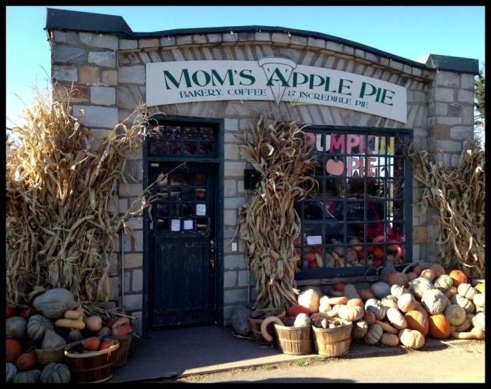 1. Mom's Apple Pie Co., Leesburg and Occoquan