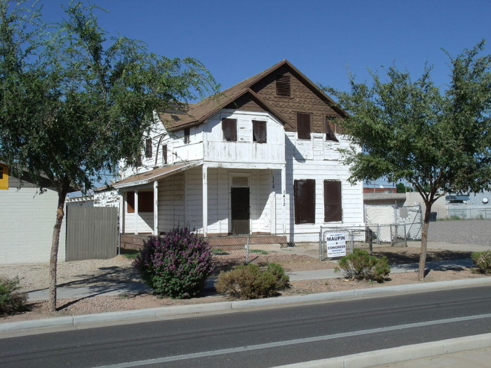 10. I used to pass by this house on the Phoenix light rail every day and even at noontime it looks like the quintessential haunted house.