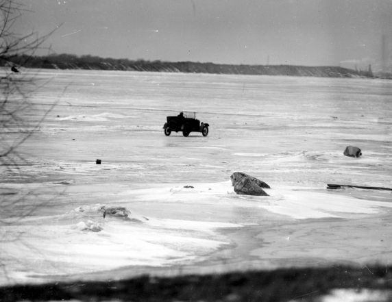3) Here, we see rum runners attempting to drive alcohol from Canada over the frozen Detroit River.