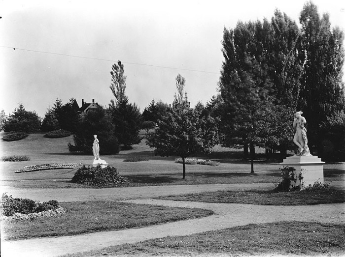 7. The west entrance to Wright Park in Tacoma, taken around 1910.