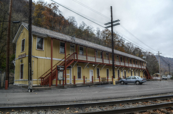 Thurmond, West Virginia, in the New River Gorge, was once a thriving train town. In coal mining's heyday, it had many prosperous businesses and facilities for the Chesapeake & Ohio Railroad.