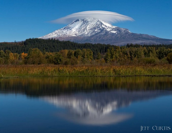 2. Jeff Curtis snapped this mesmerizing shot of a lens cloud over Mount Adams!