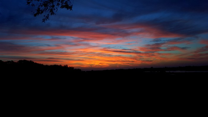 14. The colors of the sky are so vibrant.