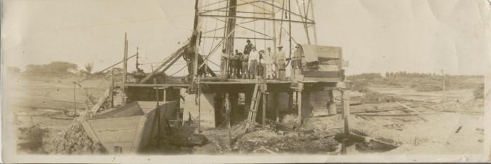 10. A Newcastle oil well in 1914.