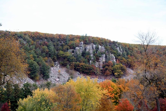 4. Devils Lake: one of the most gorgeous places to observe fall in Wisconsin.