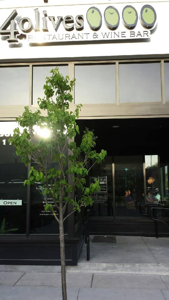 1. 4 Olives Restaurant & Wine Bar (Manhattan)