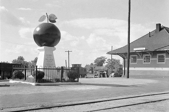 12. Apple Monument & Depot, Cornelia, Habersham County, 1936