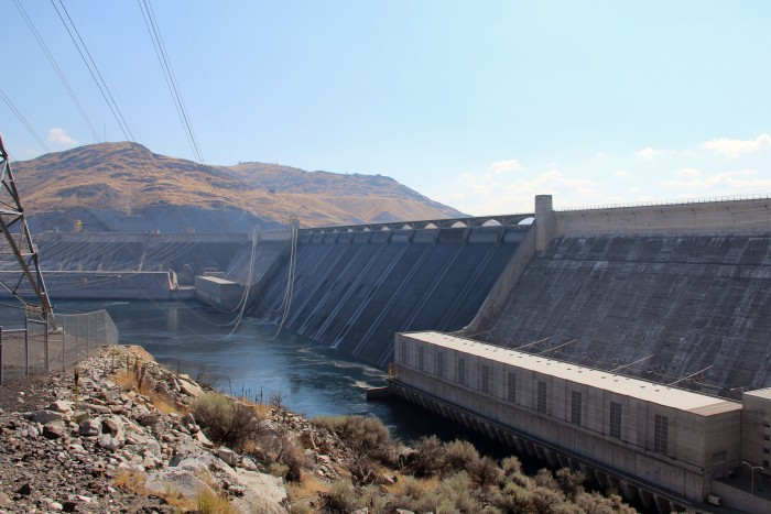 1. There's enough concrete in the Grand Coulee Dam to build an entire 60-foot wide and 4-inch thick highway from Los Angeles to New York City.