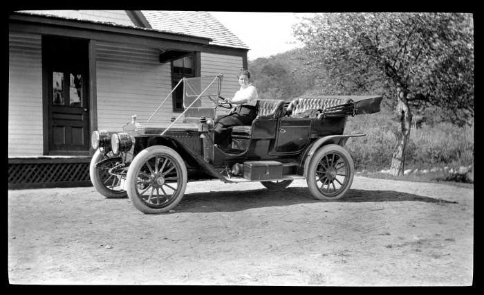 14. A smooth ride in a Maxwell (1911)