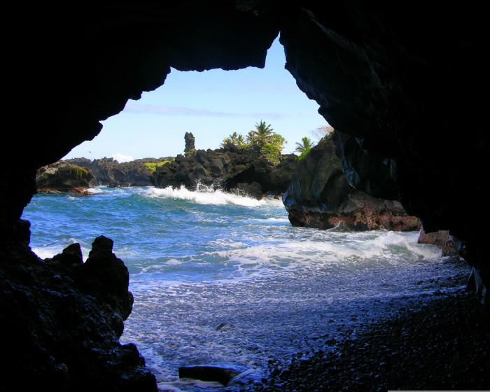 3) Waianapanapa State Park