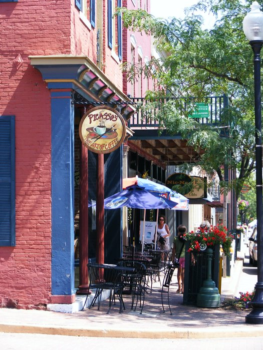 3.	Picasso's Coffee House, St. Charles