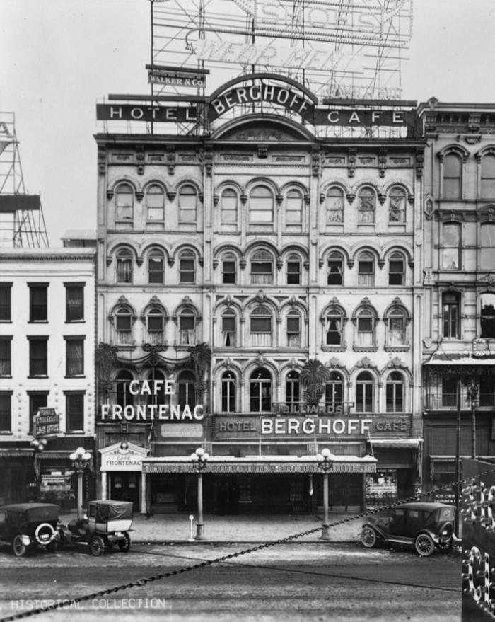 10) 32-42 Monroe Avenue, Detroit, 1915.