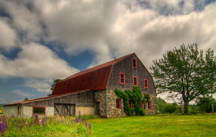 beautiful barns in maine.
