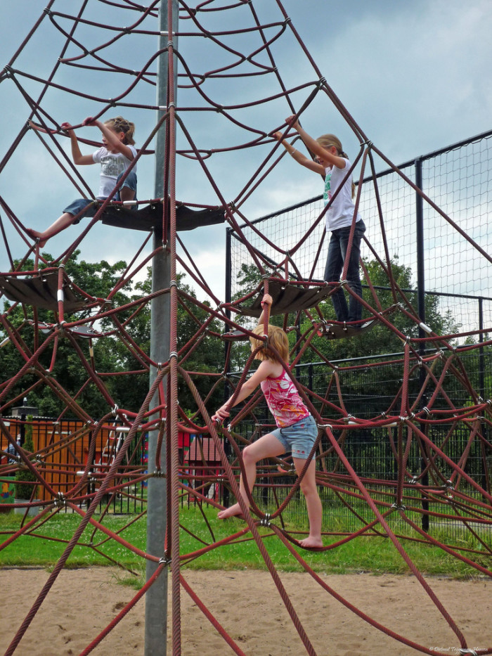 4.  Kids played outside.