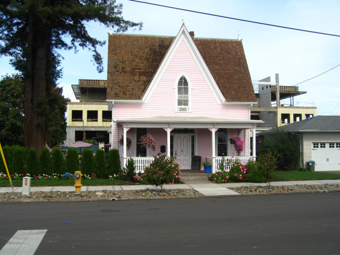 3. Pink House Cafe (Independence)