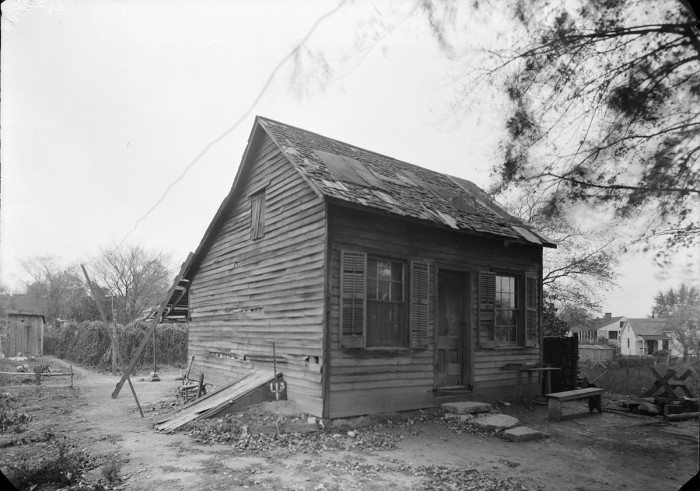 Photograph of a 1936 Cabin Behind the Amoureaux House