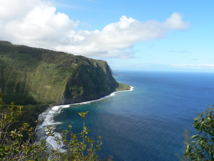 7) Instead of marveling at Hawaii's beauty at the Waipio Valley lookout...