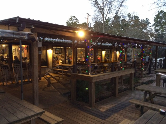 Best seafood restaurants in alabama for Fish river grill fairhope al