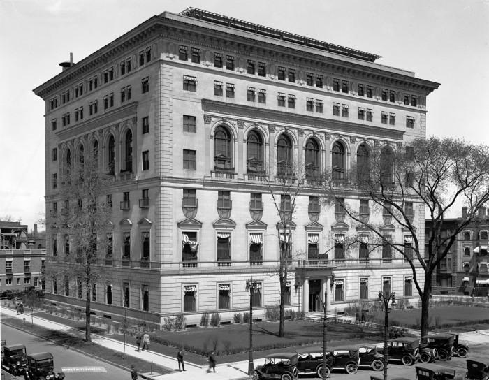 4) Detroit Athletic Club, 1915.