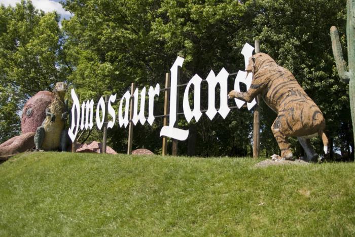 1. Dinosaurland, White Post