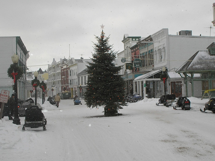 Here Are The Top 9 Christmas Towns In Michigan