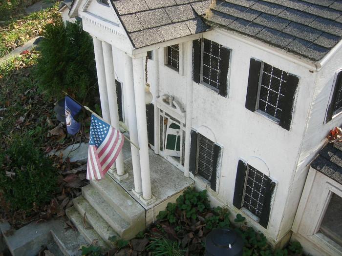 Mini Graceland house