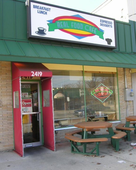 2) Real Food Café Grand Rapids