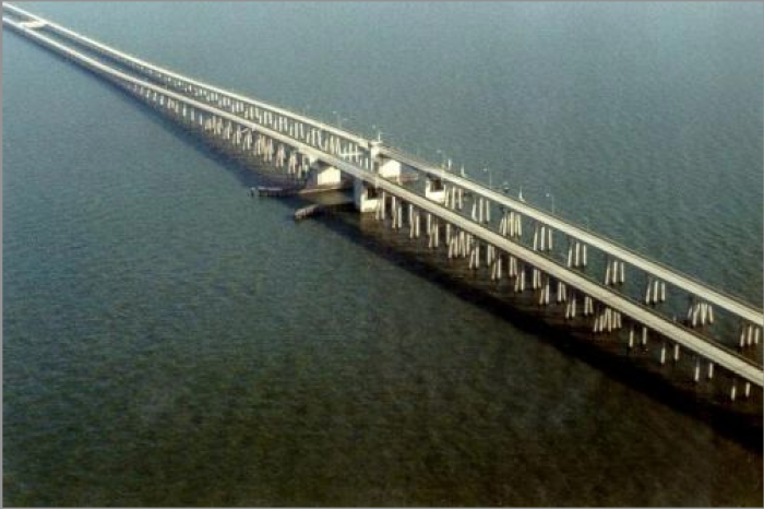 5) 5 of the 6 longest bridges in the United States are in Louisiana.