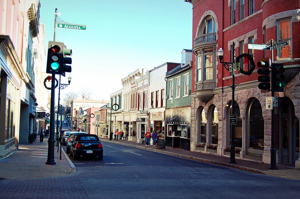 Best main streets in virginia for Best small towns in tennessee to live