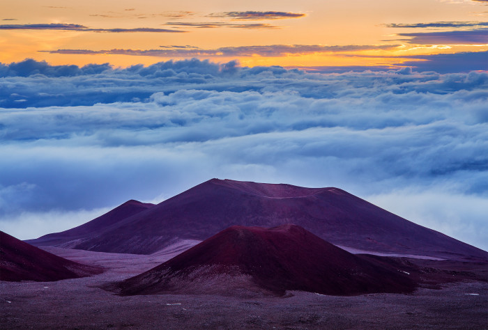 3) The colors in this Mauna Kea sunset are absolutely out of this world.