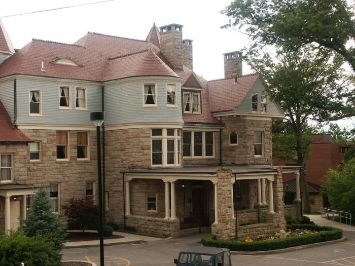 5. The Graceland mansion