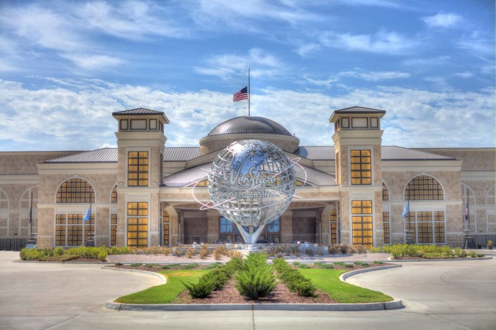 27. Forget Vegas, play slots at the world's largest casino, WinStar World Casino & Resort in Thackerville, OK.