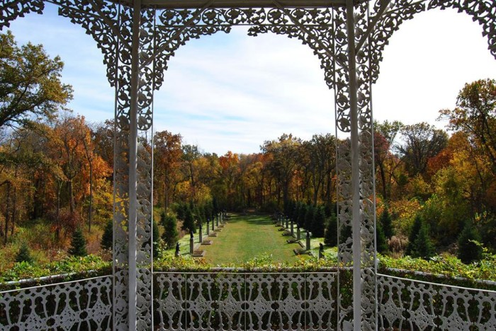 3. We love the framing in this shot of Allerton Park (Monticello).