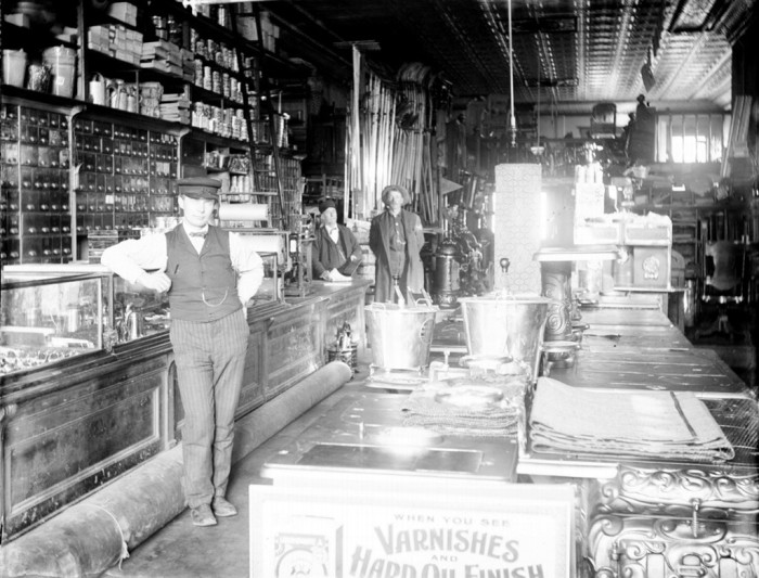 8. This is what a hardware store looked like in Illinois in 1905.