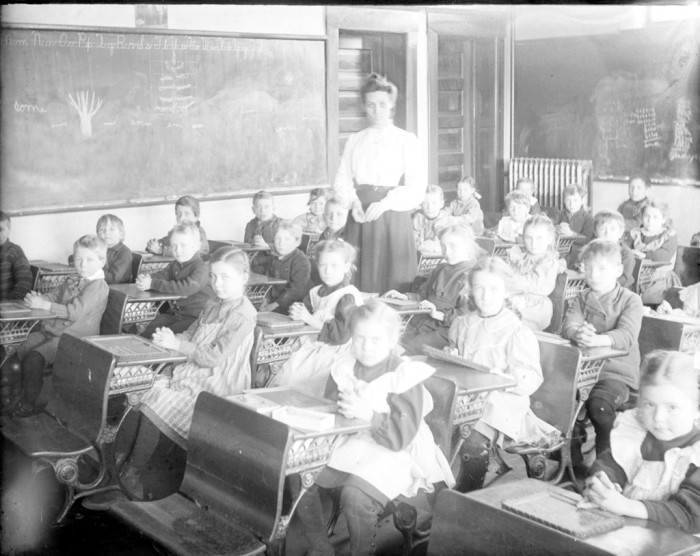 13. Well-behaved Illinois schoolchildren in the early 1900s.