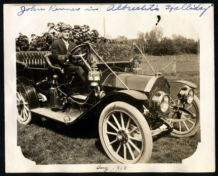 1. This car was called a Halladay, and it was the bee's knees back in 1901.