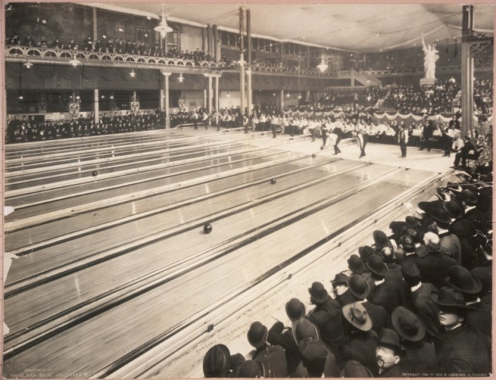 10. Back in 1905, bowling tournaments had huge audiences!