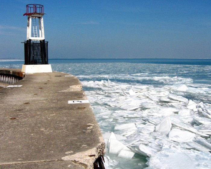 6. Lake Michigan looks absolutely awesome when it starts to get frozen over.