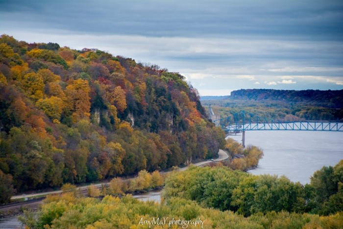7. Who wouldn't want to travel over the Savanna Bridge for a chance to see this shot of the Mississippi in autumn?